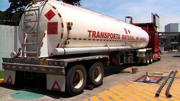 157616_cisterna-furgon-transportista-gasolina-g