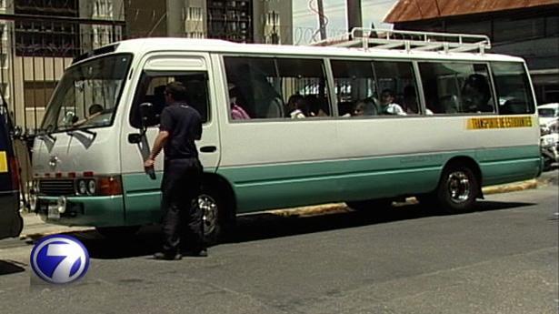 157908_microbus-escolar-040213
