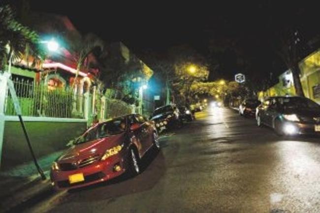 barrio-amon-night