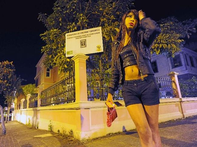 Transexual working the streets of Barrio Amón. Photo La Nacion.
