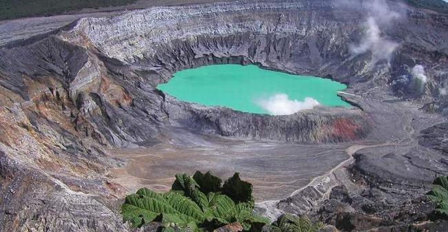 poas-volcano-picture-costa-rica