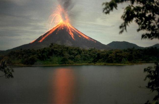 arenal-volcano-eruption