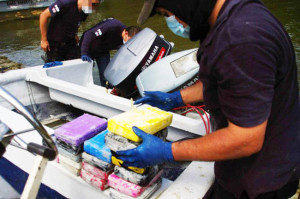 Constant training and international cooperation have keyed Costa Rica's Coast Guard operations, according to the Ministry of Public Security. Above, Costa Rican Coast Guard officers seized 400 kilograms of cocaine off a boat on Jan. 31. (Ministry of Public Security)