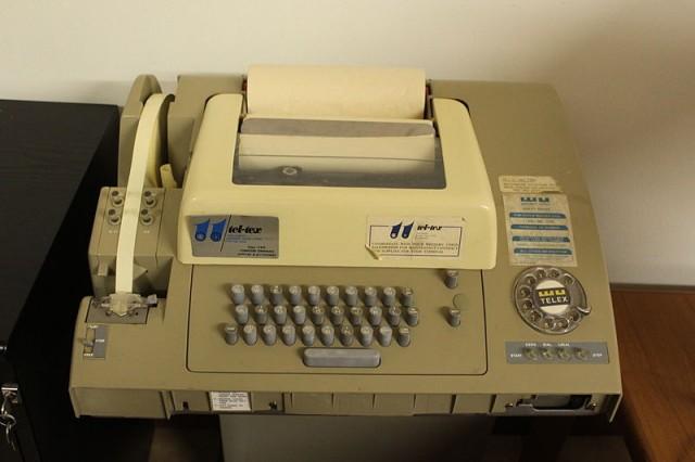 800px-Telex_machine_ASR-32-640x426