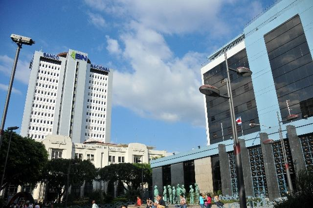 The Banco Nacional building overshadows the Banco Central (right) in the heart of downtown San José.