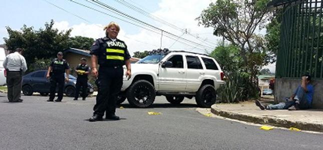 MUJER-POLICÍA-EVADIÓ-11-DISPAROS-Y-DETUVO-A-HERMANOS-SOSPECHOSOS-QUE-LE-DISPARABAN1
