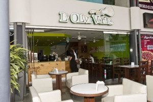La Oliva Verde, Momentum Lindora. Antonio Yglesias, Gerente General y co-propietario. Valeria Yglesias, co-propietaria y fundadora. EF.