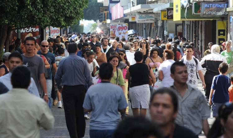 Avenida Central llena,Foto.Manuel Vega  30-11-09.