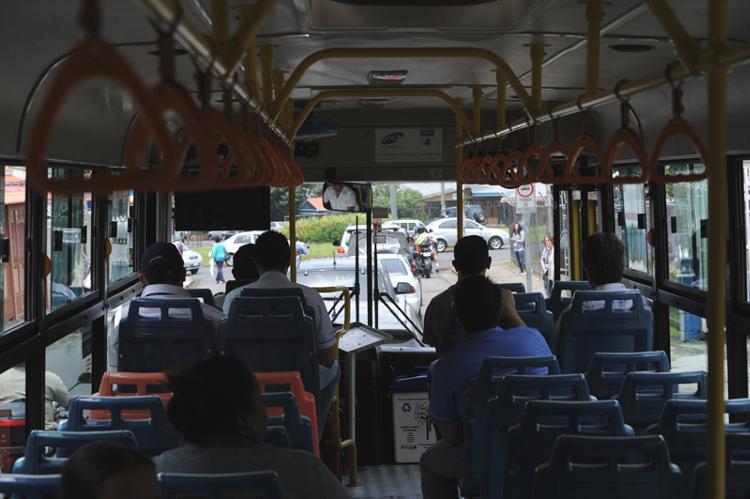 MOPT officials ride the Intelinea on Friday. Photo credit, ALONSO TENORIO, La Nacion