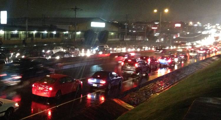 carros-con-lluvia-full