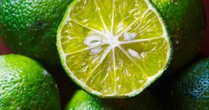 "The lime n Costa Rica it is called limón (lemon). A yellow lemon is called a ""limón persa"" (as per AutoMercado)."