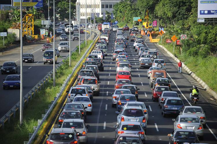 Over 70% of the oil consumed in Costa Rica is by the transportation sector.  PHOTO CREDIT: JORGE CASTILLO, CARLOS GONZALEZ, PABLO Montiel, RAFAEL MURILLO AND JORGE NAVARRO.