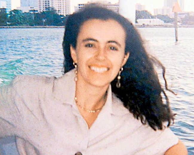 Journalist Ivannia Mora (33) was gunned down on the streets of San José ten years ago. The Judicial Police and the Prosecutor say the case was solved, but a failure to collect evidence by a judge, will go unpunished.