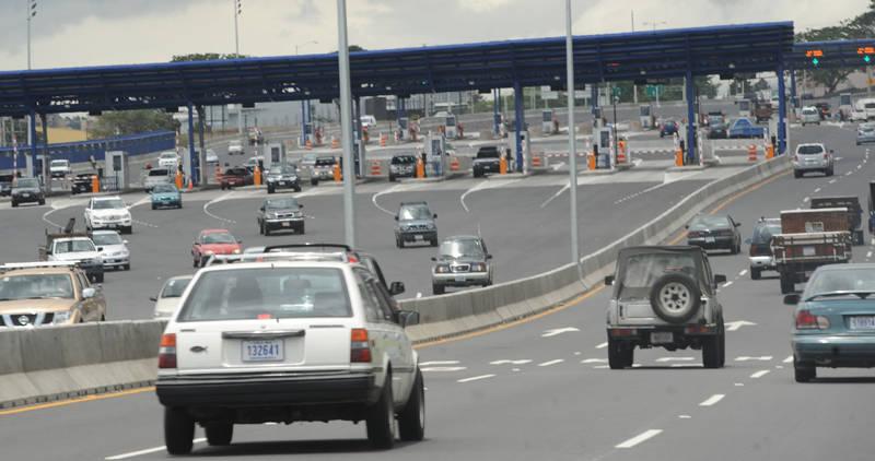 The Escazú toll stations on the Ruta 27 (San José - Caldera) .