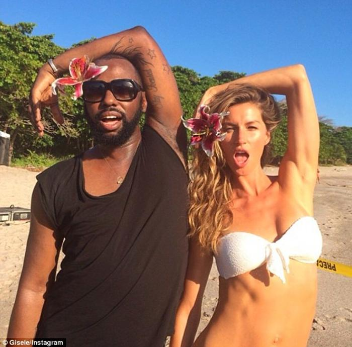 Strike a pose: Gisele and her pal struck identical poses as they larked about on the beach Read more: http://www.dailymail.co.uk/tvshowbiz/article-2540063/Gisele-celebrates-finishing-photo-shoot-Costa-Rica-frolicking-beach-bikini.html#ixzz2qkf2gGrm Follow us: @MailOnline on Twitter | DailyMail on Facebook