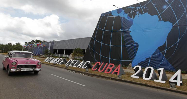 A car drives past in front of a site of the CELAC summit (Community of Latin American and Caribbean States) held in Havana January 24, 2014. Reuters/ Enrique de la Oso