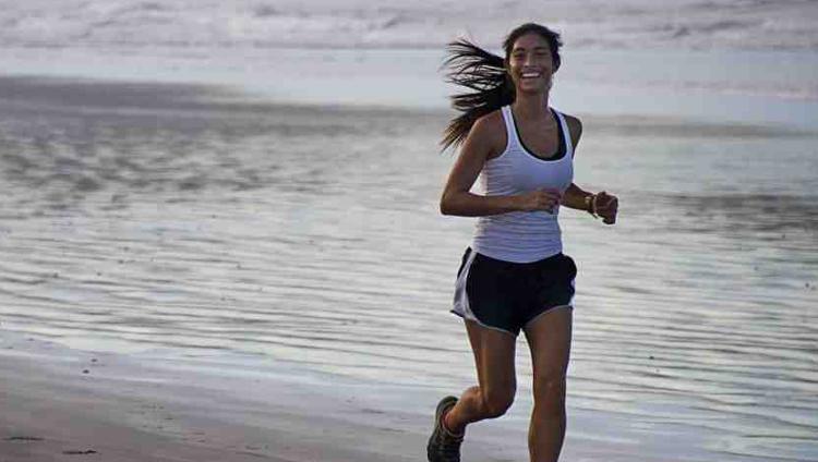 mujer_corriendo_playa_copy