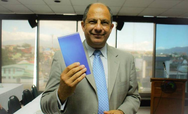 """Solis, on his Facebook page, reveals the secret to handling national data and personal names: his """"blue"""" notebook, that never fails him."""