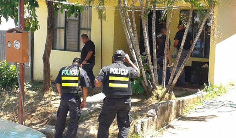 Agentes del OIJ de Cañas, con el apoyo de autoridades de otros puntos de Guanacaste y de San José, realizaron allanamientos en las viviendas de los sospechosos ayer, en horas de la mañana, en ese cantón. | JULIO SEGURA.