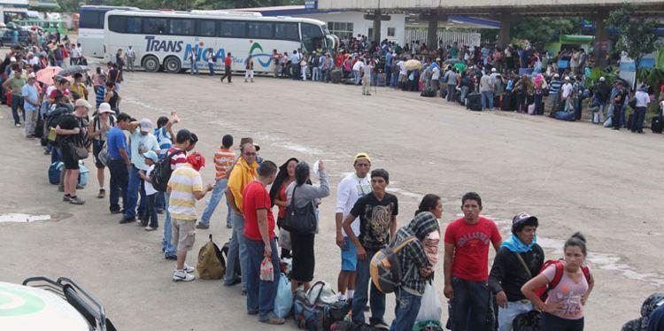 El flujo migratorio en el puesto fronterizo de Peñas Blancas, Nicaragua, aumentó a 7 mil por día esto debido a que nicaragüenses que laboran en los países del sur retornan a su nación para pasar con sus familias en estas fechas navideñas. FOTO JAIRO CAJINA