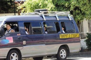 "Typical school bus in Costa Rica. Each vehicle must be clearly identified with a the yellow permanent marking ""transporte de estudiantes""."
