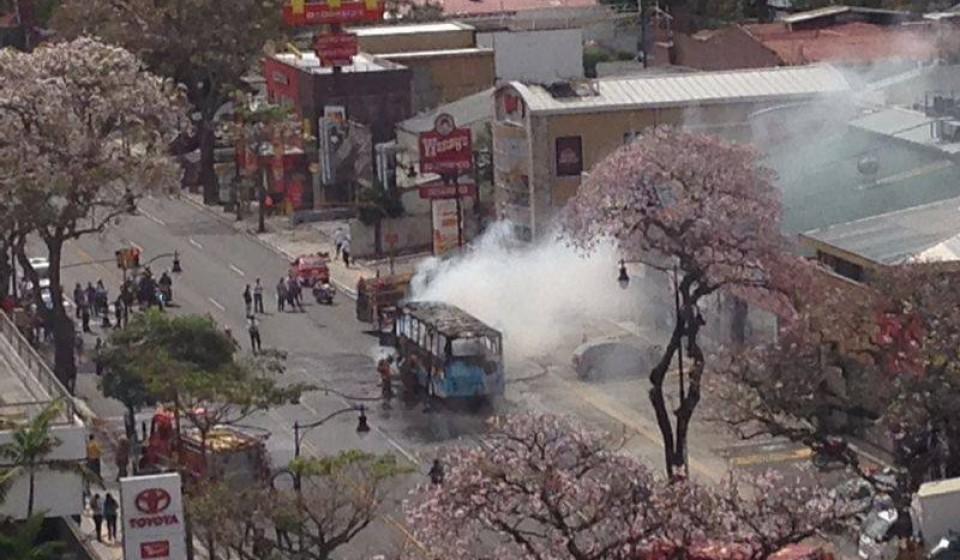 bus-fire-paseo-colon0371