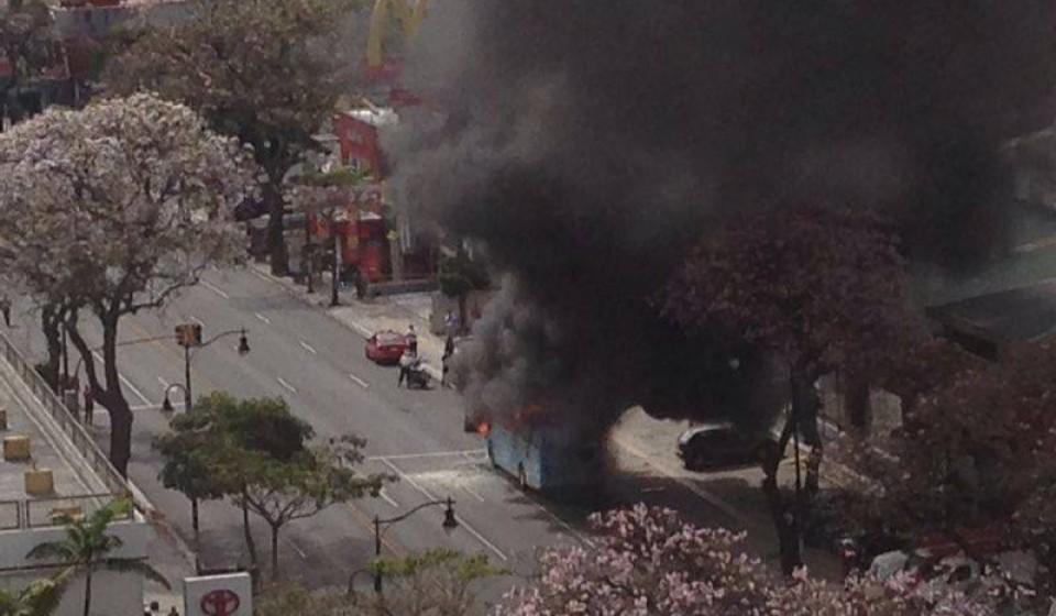 bus-fire-paseo-colon0372
