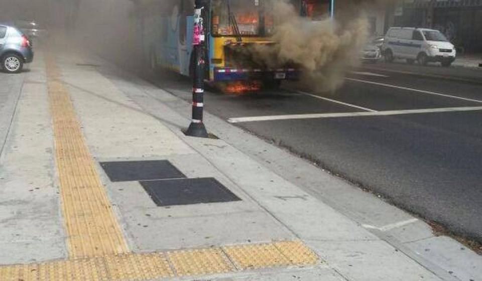 bus-fire-paseo-colon0373
