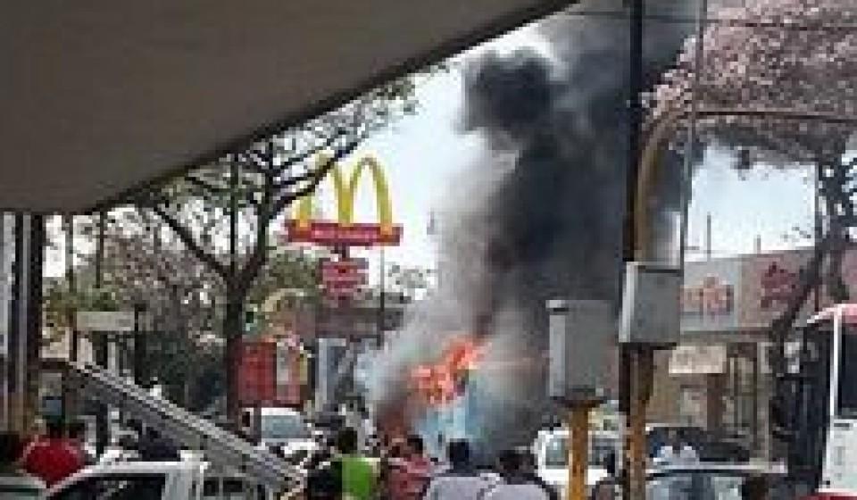 bus-fire-paseo-colon0374