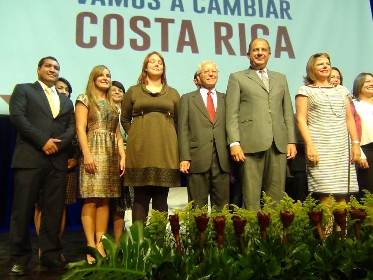 President-elect Luis Guillermo Solís stands in front of his most recent appointees to key administration posts. The first appointment was made on April 14, still left are three posts to fill.