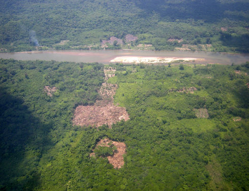 Narco-traffickers have found an ideal spot in Honduras' Río Plátano Biosphere Reserve to build illegal runways for drug flights since 90% of the reserve is uninhabited. (René Novoa for Infosurhoy.com)
