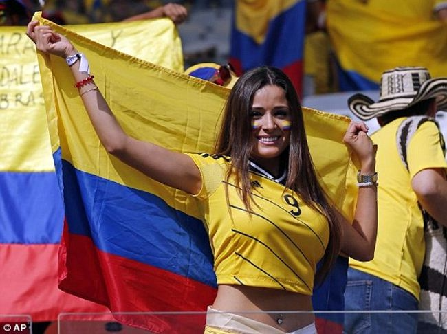 1402760228330_lc_galleryImage_A_Colombian_supporter_smi