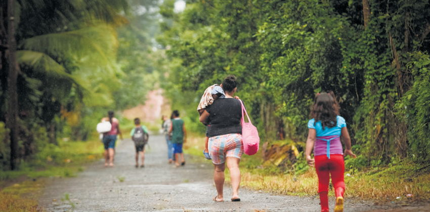 Migrants regularly mock controls along the Costa Rica - Nicaragua border. | Photo:  Jorge Arce