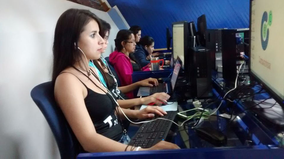 Participants of the First Women's Hacakaton of Costa Rica  in San Carlos