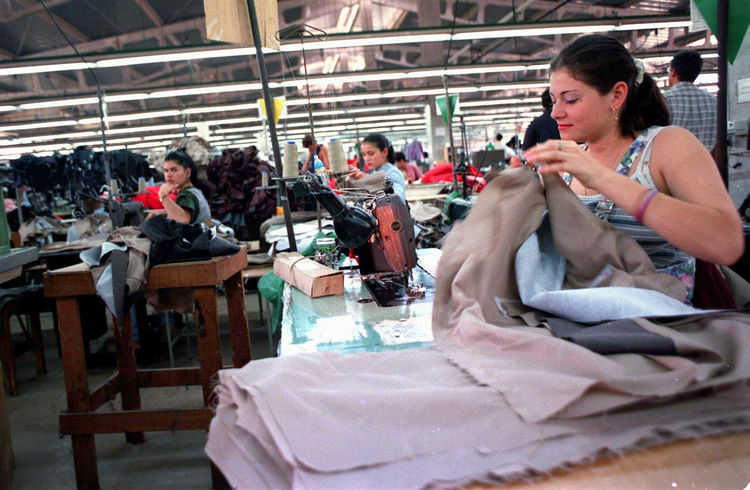 Cartex Manufactura, a division of Hanes Brands, is leaving Costa Rica after 40 years, and laying off 1.250 people.