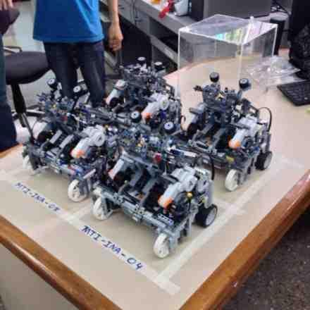Five robots participated at the National Olympics of Robotics, among them you can find the Monge Gutierrez twins robot. | Photo by Marvin Castillo