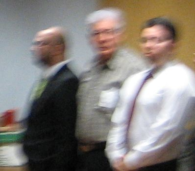 Oswaldo Villalobos (centre) listens to the reading of the sentence on May 2007.
