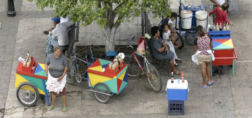 Street vendors on Plaza Central in Leon, Nicaragua | Photo: HomeinLeon.com