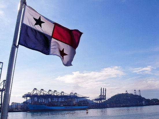 maersk-ship-in-panama-canal