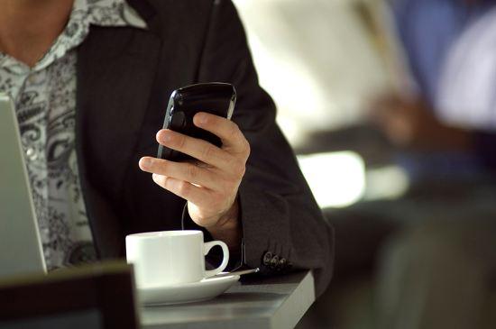 Internet_smartphones-550