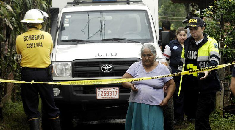 The three children were in the care of Rafaela Mora Rivera tiene 61 años y es madre de ocho hijos. Mientras ellos trabajan, ella cuida a la mayoría de los nietos. Además, hace rifas para tener ingresos económicos. | MEYLIN AGUILERA