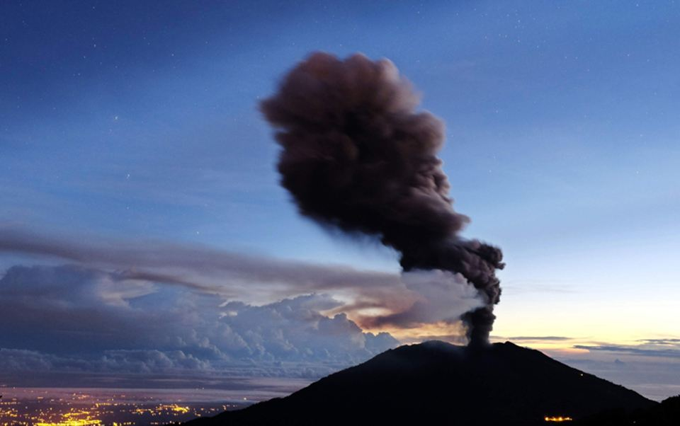 The Turrialba volcano Saturday morning, Photo: EFE/ JEFFRY ARGUEDAS Y OVSICORI