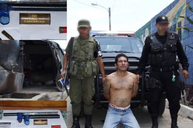 Successful security operation: On August 9, PNC agents captured Denis Aníbal Conde, an alleged Barrio 18 gang member, as he carried a backpack filled with eight ounces of explosives. [Photo: Journal of Central America/National Civil Police]