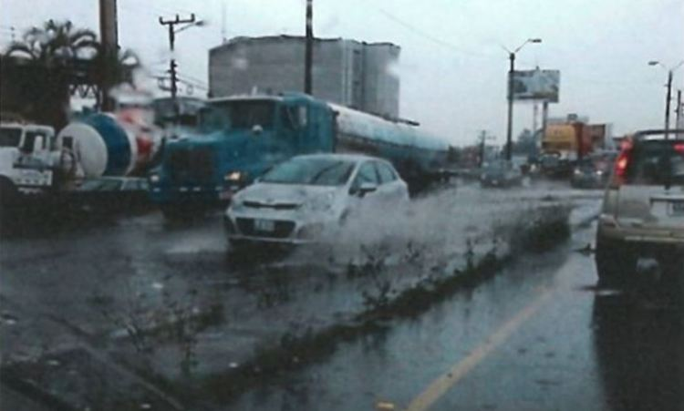Typical conditions on the Juan Pablo II bridge during a rain storm,