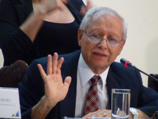 Ministro de Hacienda (Minister of Finance) Helio Fallas.