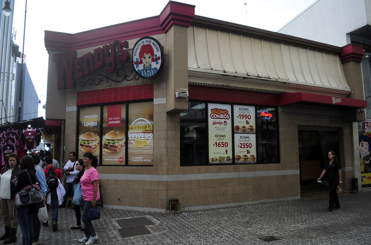The firtst Wendy's restaurant in Costa Rica was located at the corner of Avenida Central (Boulevard) and Calle 1.