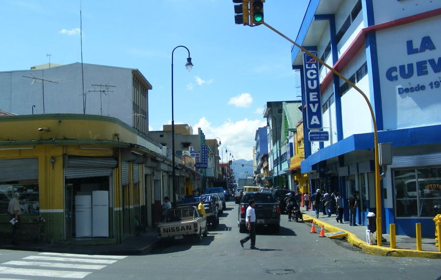The main pawn shop strip in downtown San José, located on Calle, between Avenidas 3 and 5.
