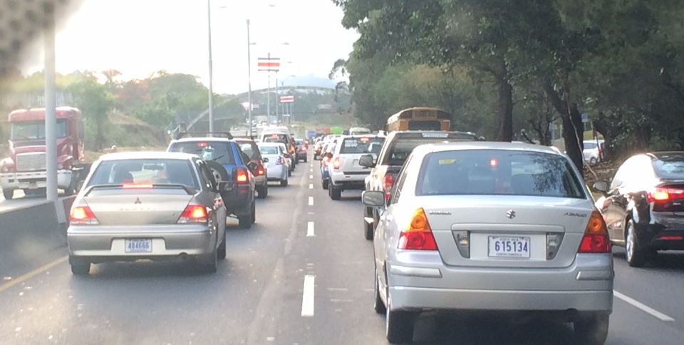 Typical morning traffic on the autopista General Cañas, San José boundd