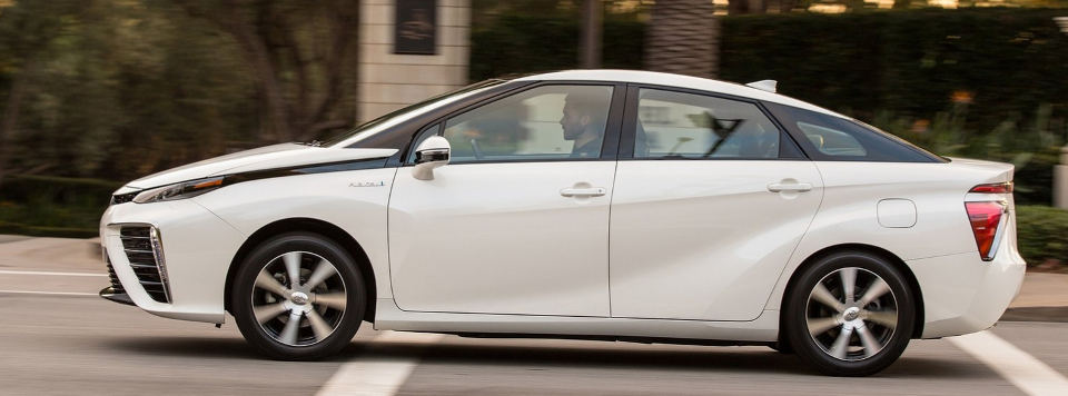 The Toyota Mirai by El Mundo test drive in January 2015