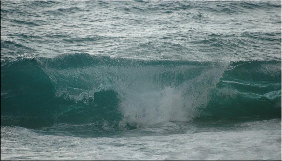 HIGH WAVES SEA